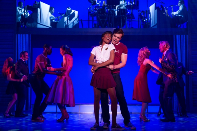 Jennlee Shallow (Elizabeth), Doug Carpenter (Billy) and the company of the North American tour of Dirty Dancing. (Photo by Matthew Murphy)
