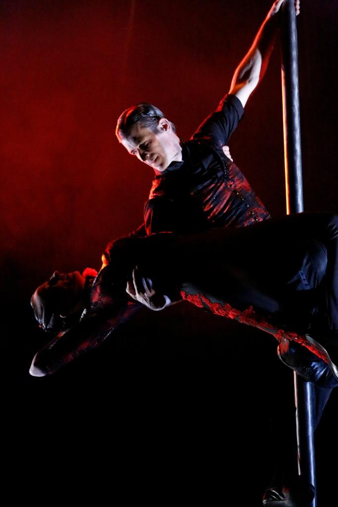 Vertical Tango (Photo: Keith Brofsky)